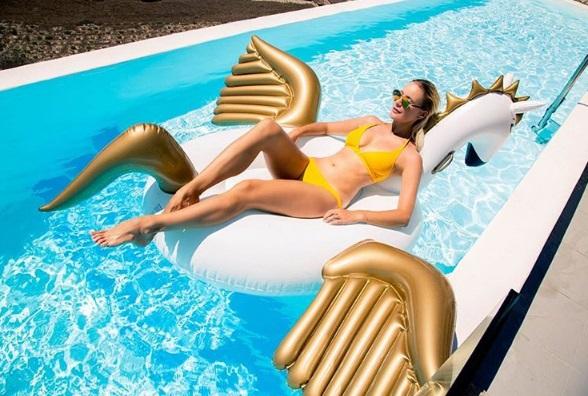 Елена Летучая отдыхает на Санторини
