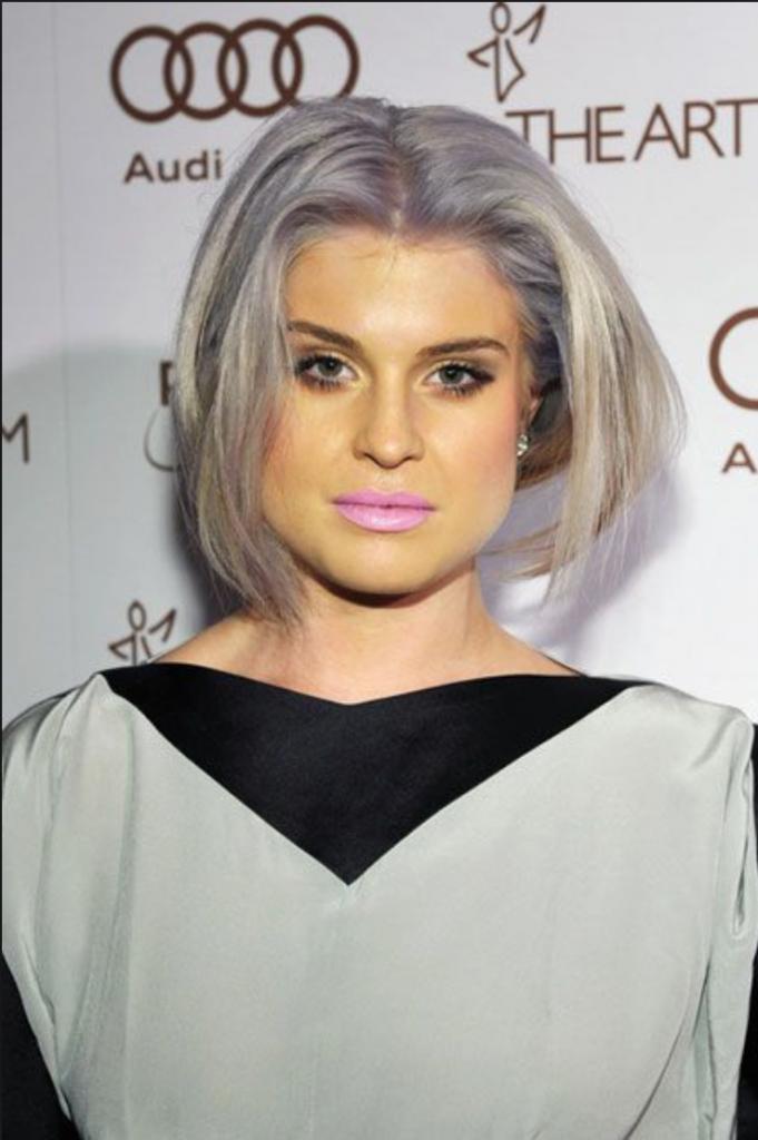 Келли Осборн (31) и оделась стильно, и похудела, но вот про ровный цвет лица забыла
