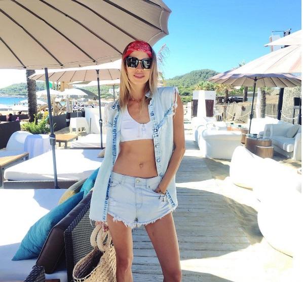Елена Перминова продлевала лето на Ибице