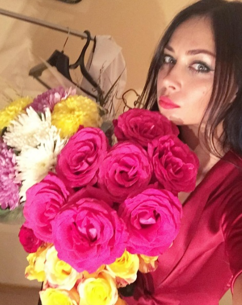 Настасья Самбурская утопала в цветах и любви поклонников после спектакля