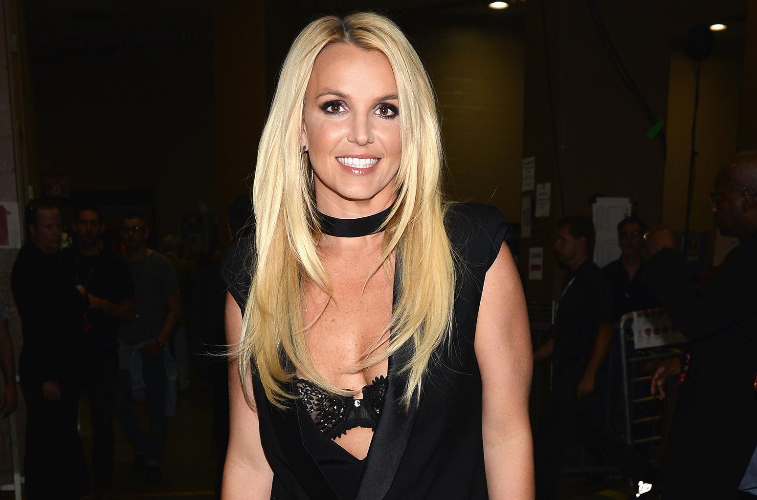 Britney-Spears-iheart-radio-1548-2016-billboard-650