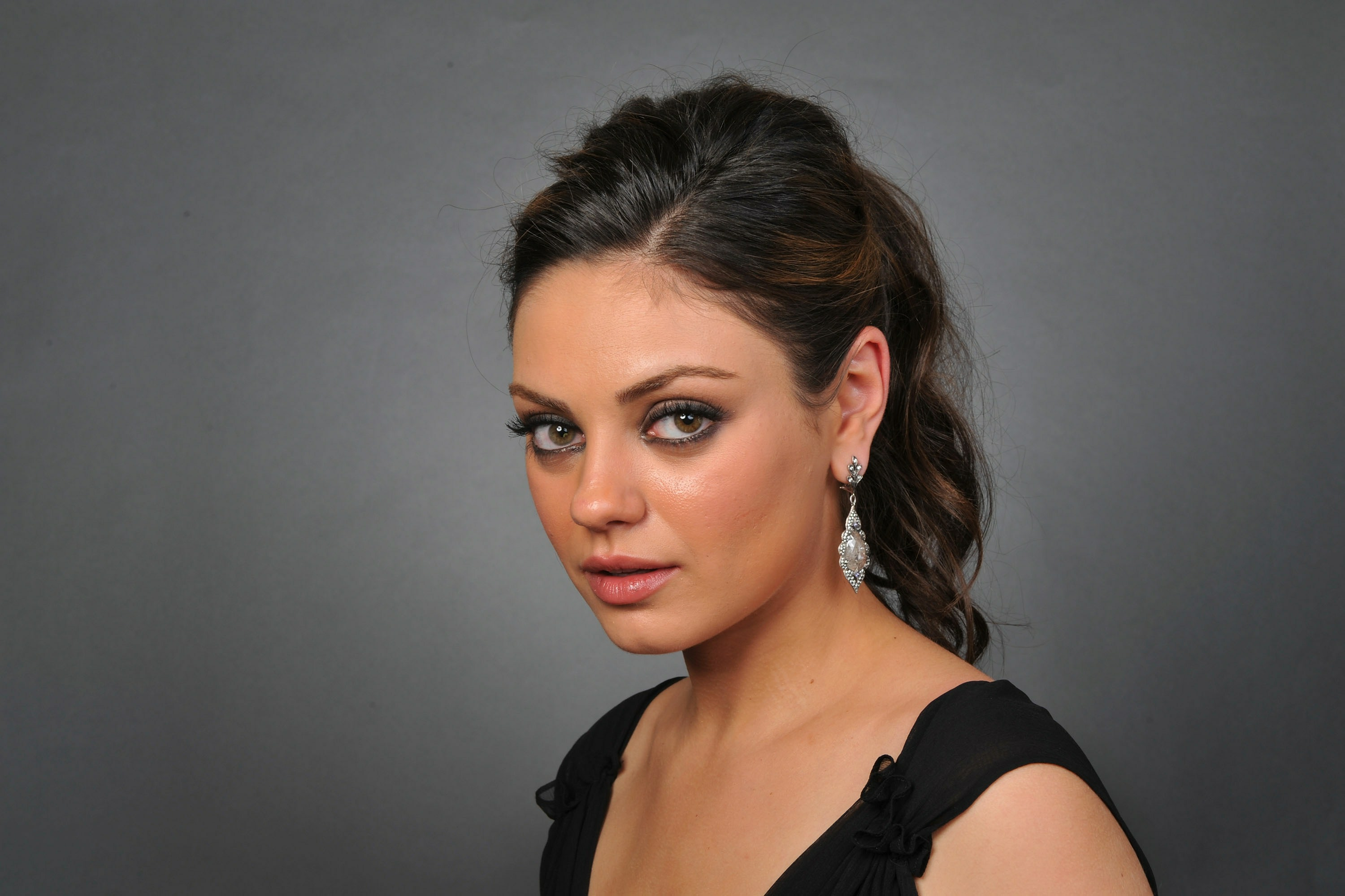 Mila-Kunis-Pictures-HD