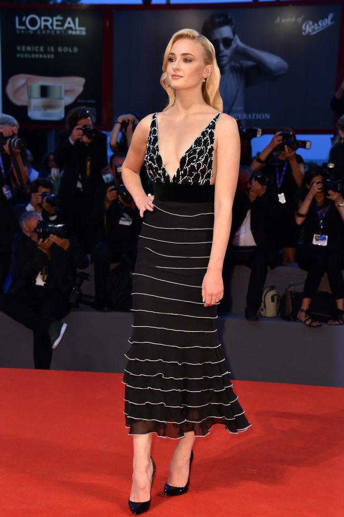 Софи Тернер в платье Yanina Couture