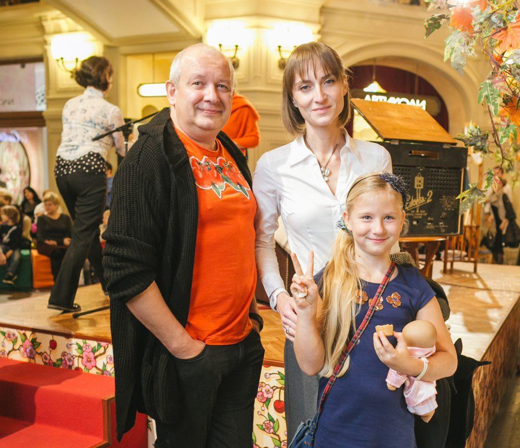 Дмитрий и Ксения Марьяновы с дочерью Анфисой