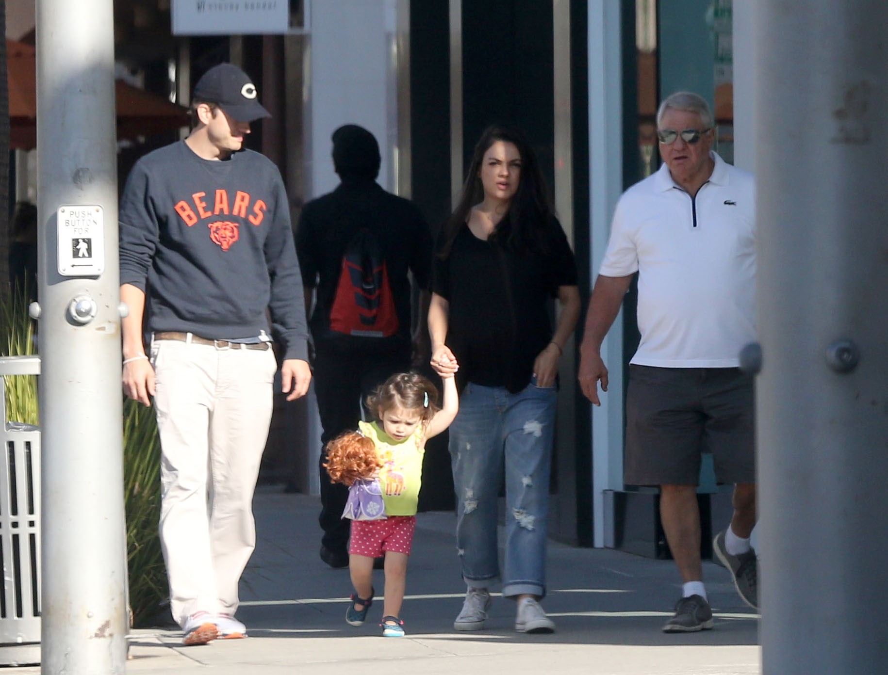Exclusive... 52198533 Superstar couple Ashton Kutcher and Mila Kunis were seen grabbing breakfast with their daughter Wyatt Kutcher in Beverly Hills, California October 9, 2016. FameFlynet, Inc - Beverly Hills, CA, USA - +1 (310) 505-9876