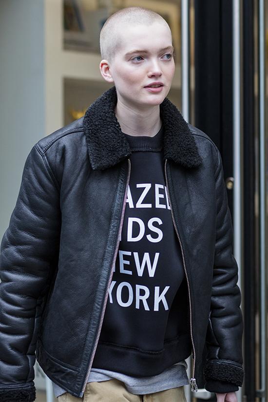 Рут Белл в свитшоте DKNY, 18,5 тыс. р.