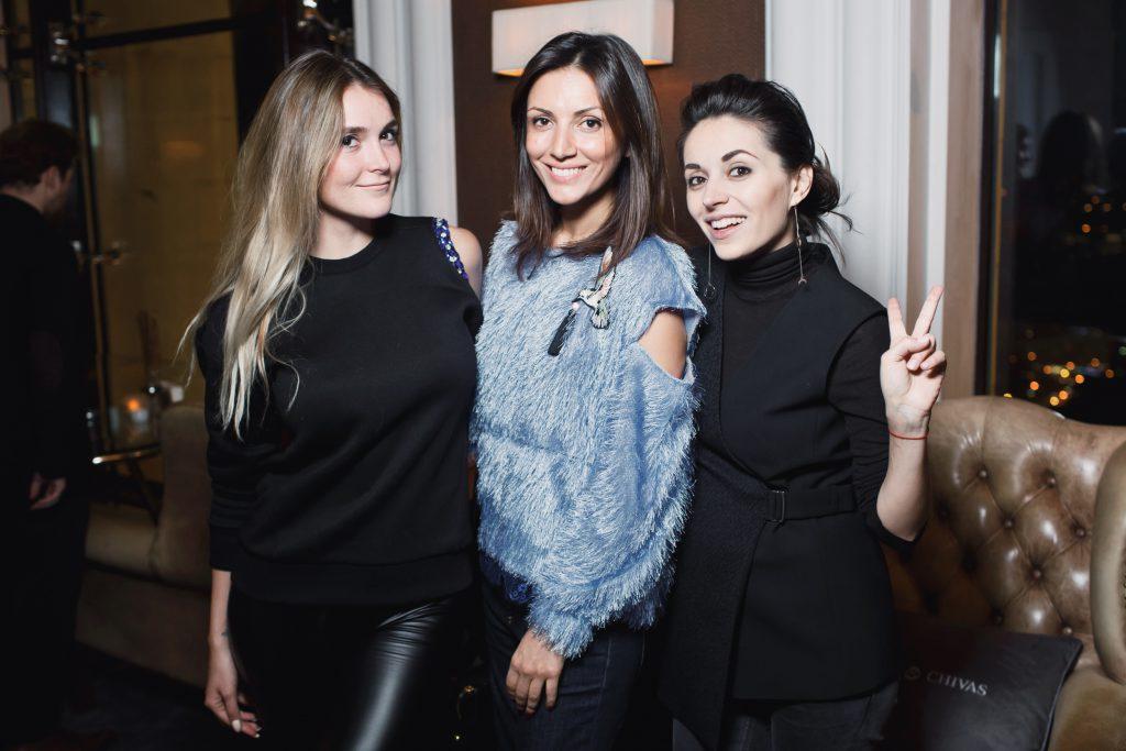 Алина Топалова, Карина Ошроева и Яна Валенсия