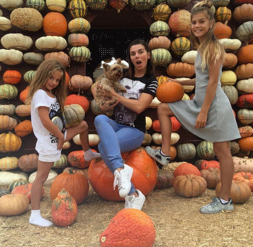 Анна Седокова с дочками подготовилась к Хэллоуину