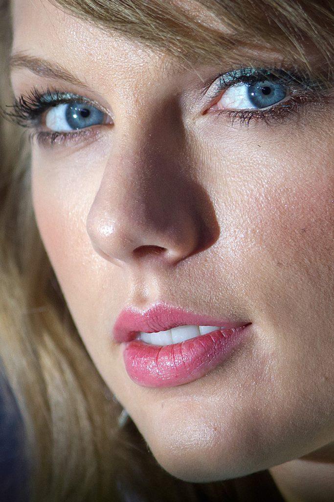 Певица Тейлор Свифт, 25