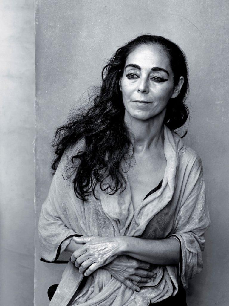 Сентябрь - Ширин Нешат - иранская фотохудожница и режиссер