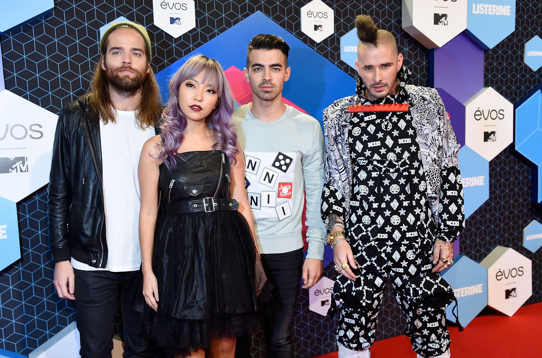 DNCE MTV EMMA 2016