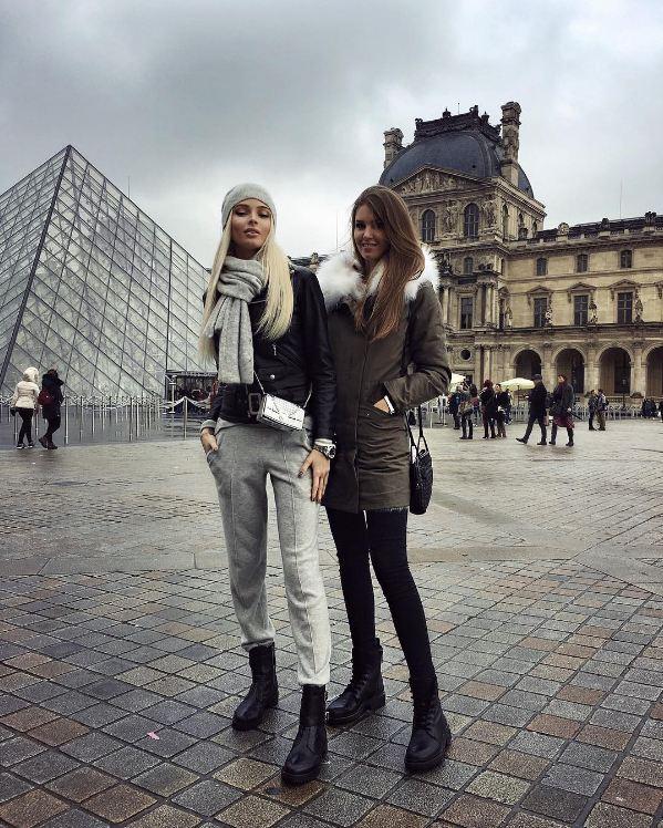 Алена Шишкова гуляла по Парижу с подругой