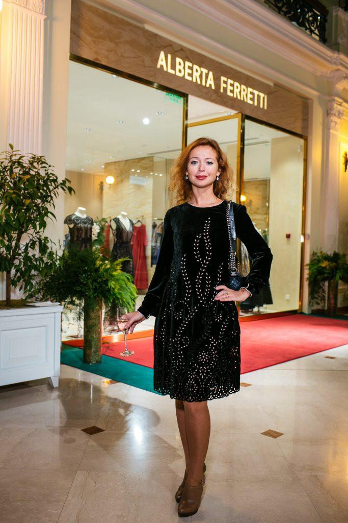 Елена Захарова на показе Alberta Ferretti