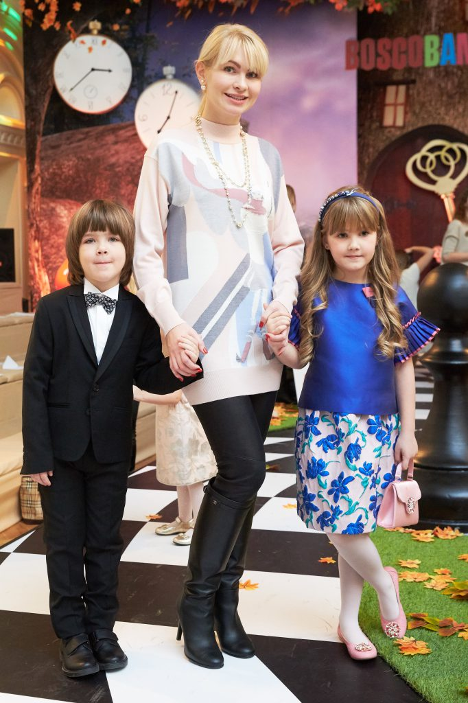 Наталья Гарт с детьми на показе BOSCO Bambino