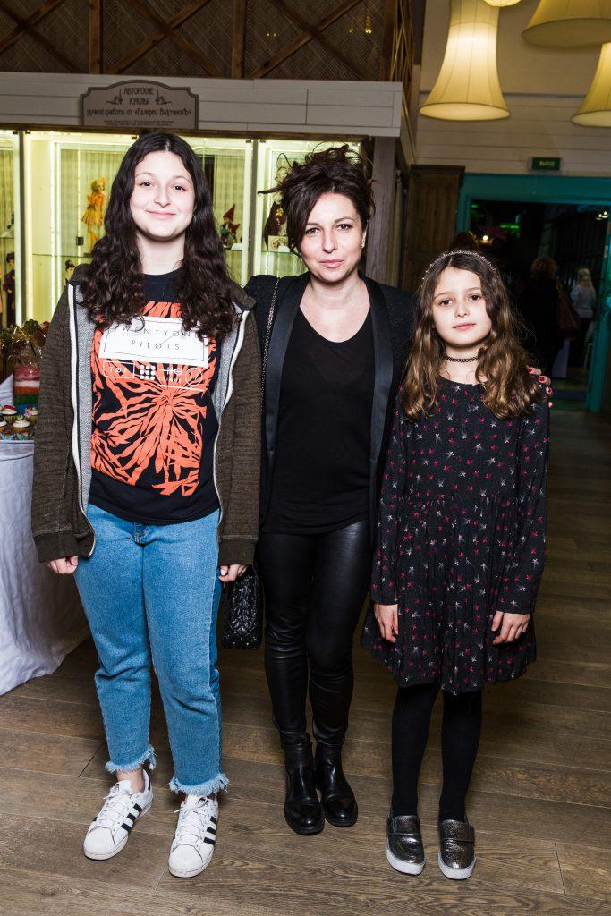 Алиса Хазанова с дочерьми