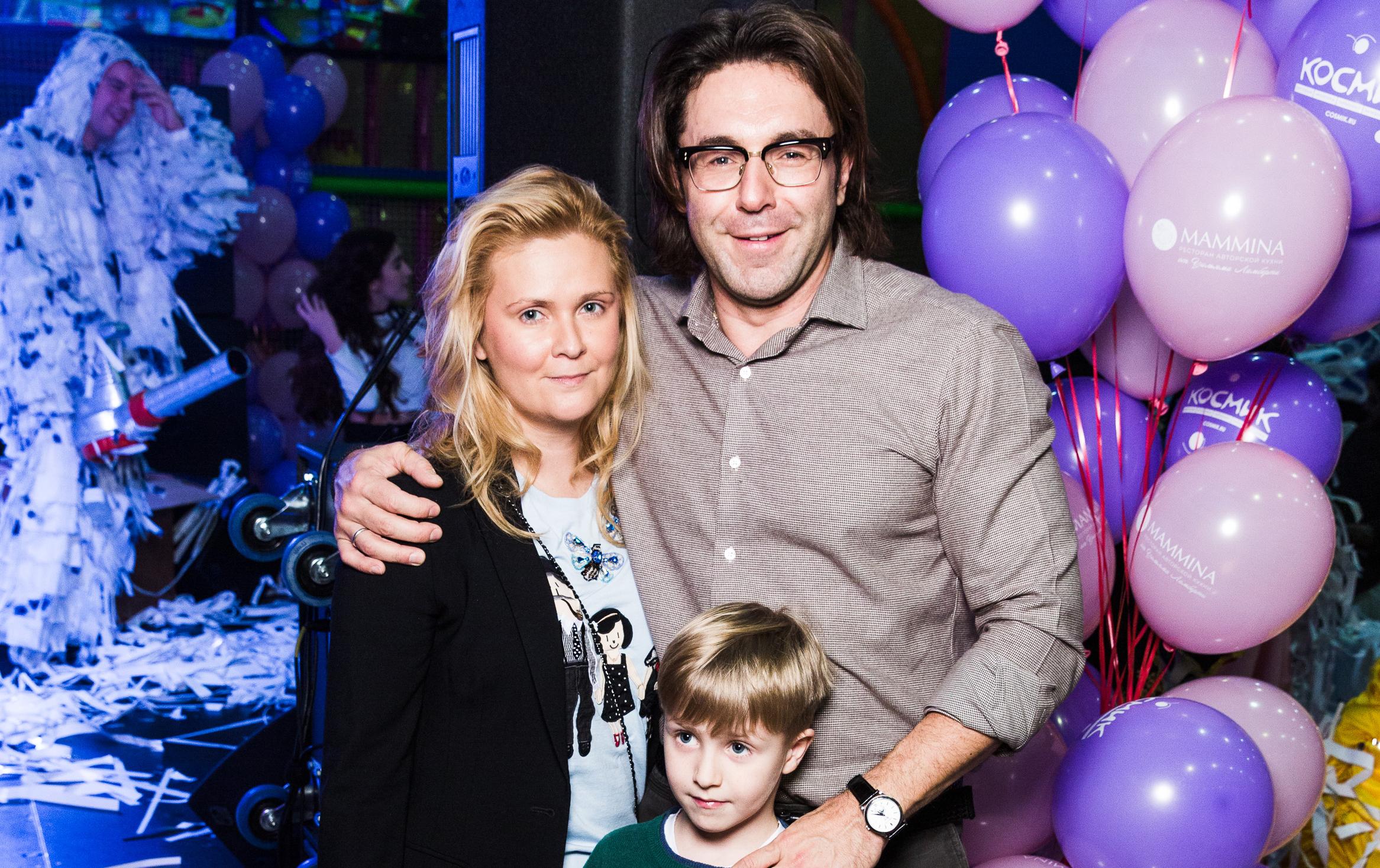 Наталья Шкулева и Андрей Малахов с крестником