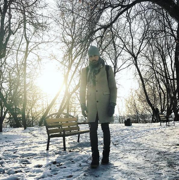 Дима Билан гулял по заснеженной Москве