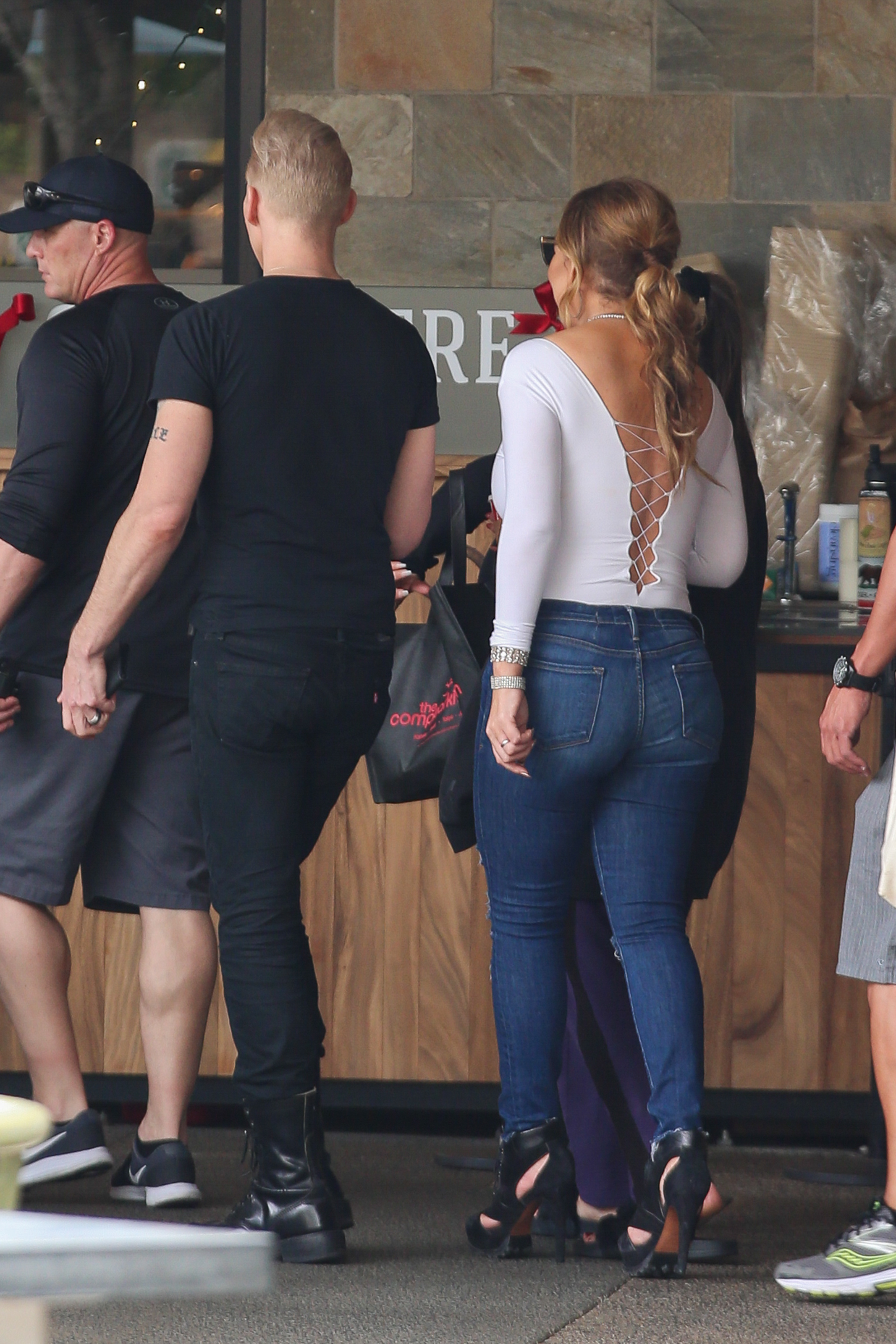 Exclusive... Premium: Mariah Carey Goes Shopping For Turkey And Fixings In Hawaii ***NO USE W/O PRIOR AGREEMENT - CALL FOR PRICING***