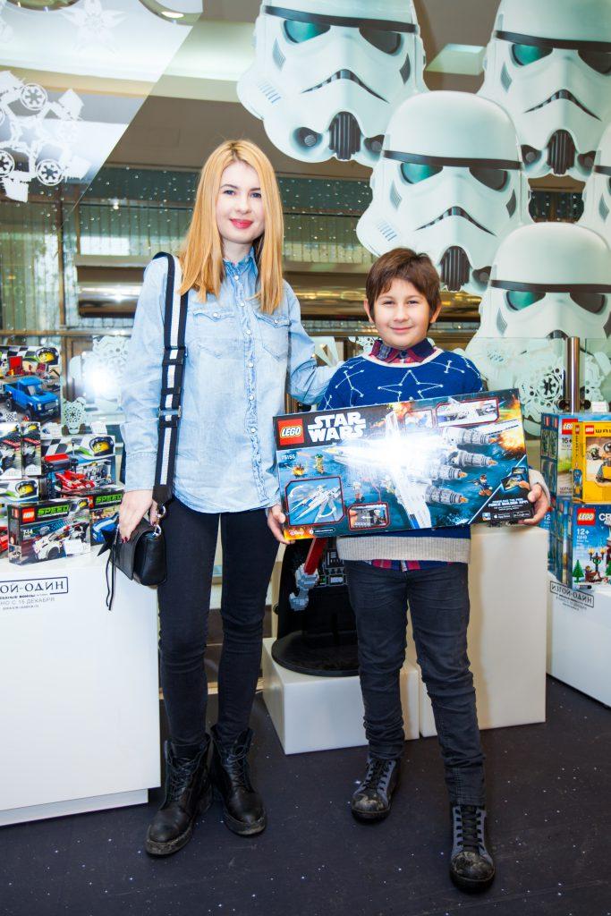Анна Цуканова-Котт с сыном Мишей