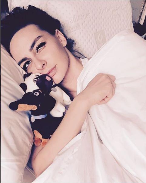 Екатерина Варнава нежилась в постели