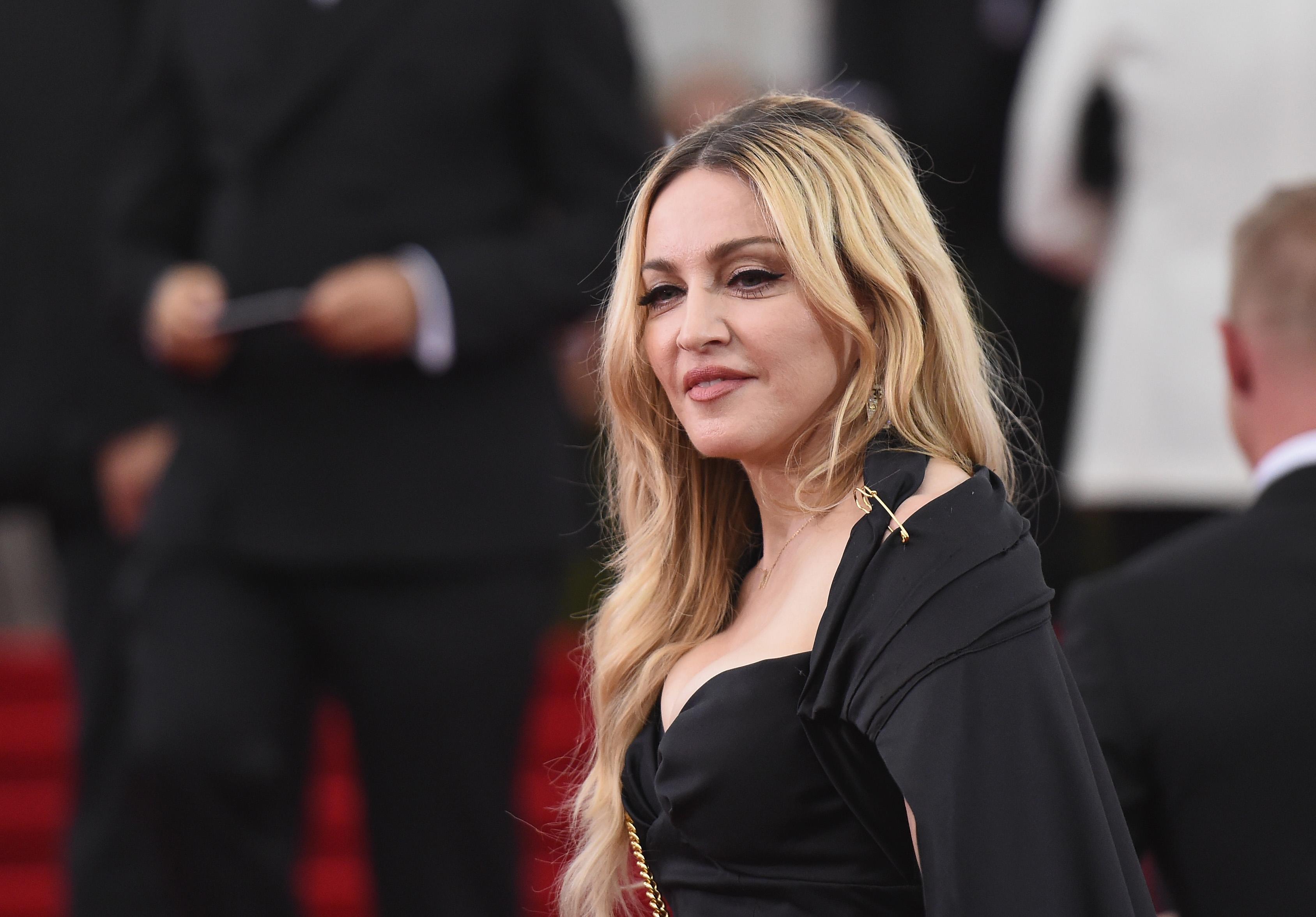 Мадонна танцует тверк