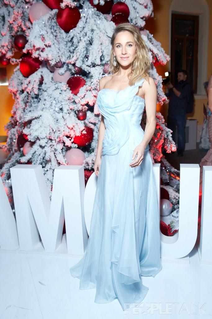 Юлия Ковальчук в платье Valentin Yudashkin