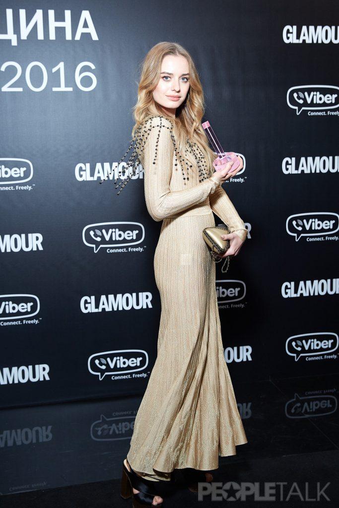 Соня Есьман в платье Chanel и туфлях Charlotte Olympia