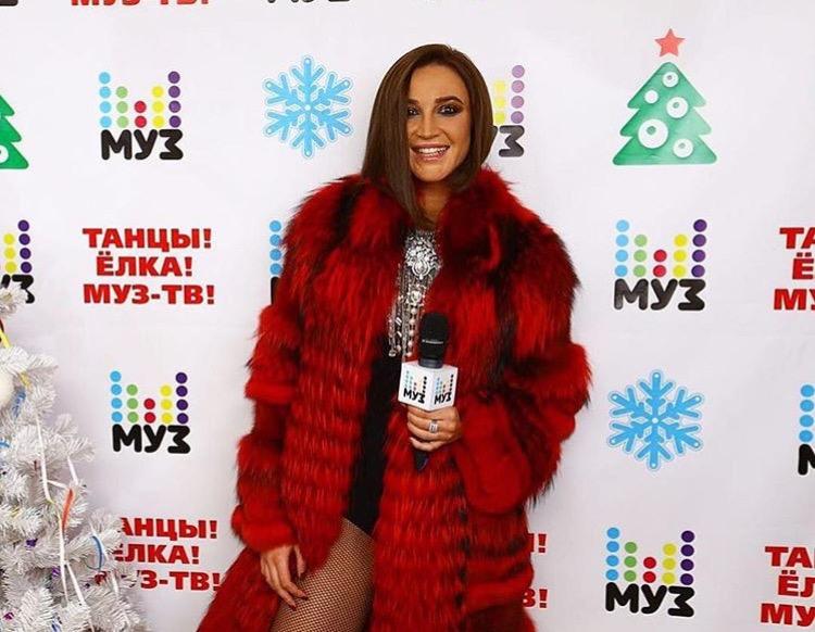 Ольга Бузова на выступлении на Big Love Show