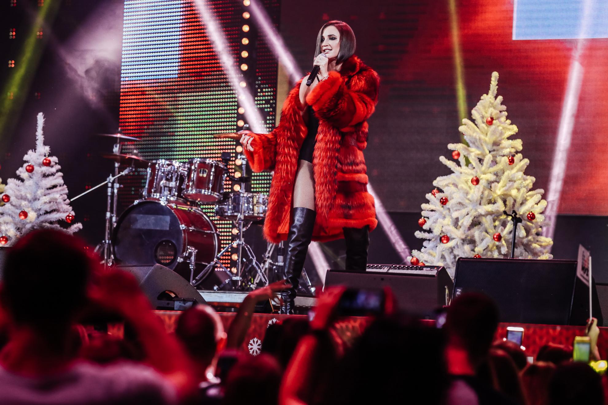 Ольга Бузова во время выступления на Big Love Show