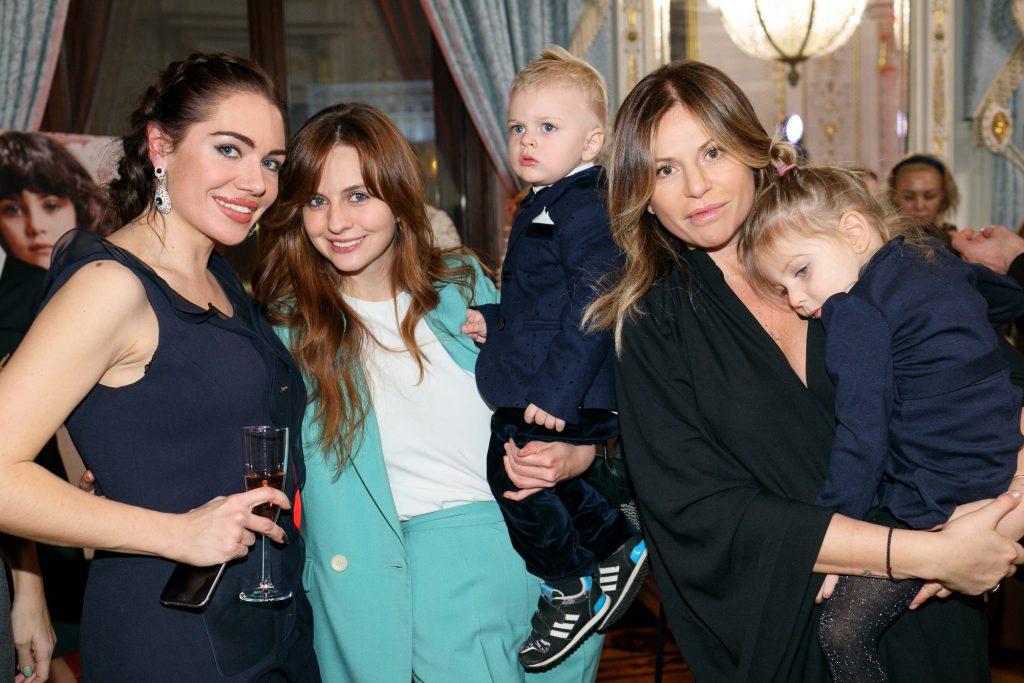 Вера Альхова, Юлия Прудько с сыном и Алла Акперова с дочерью