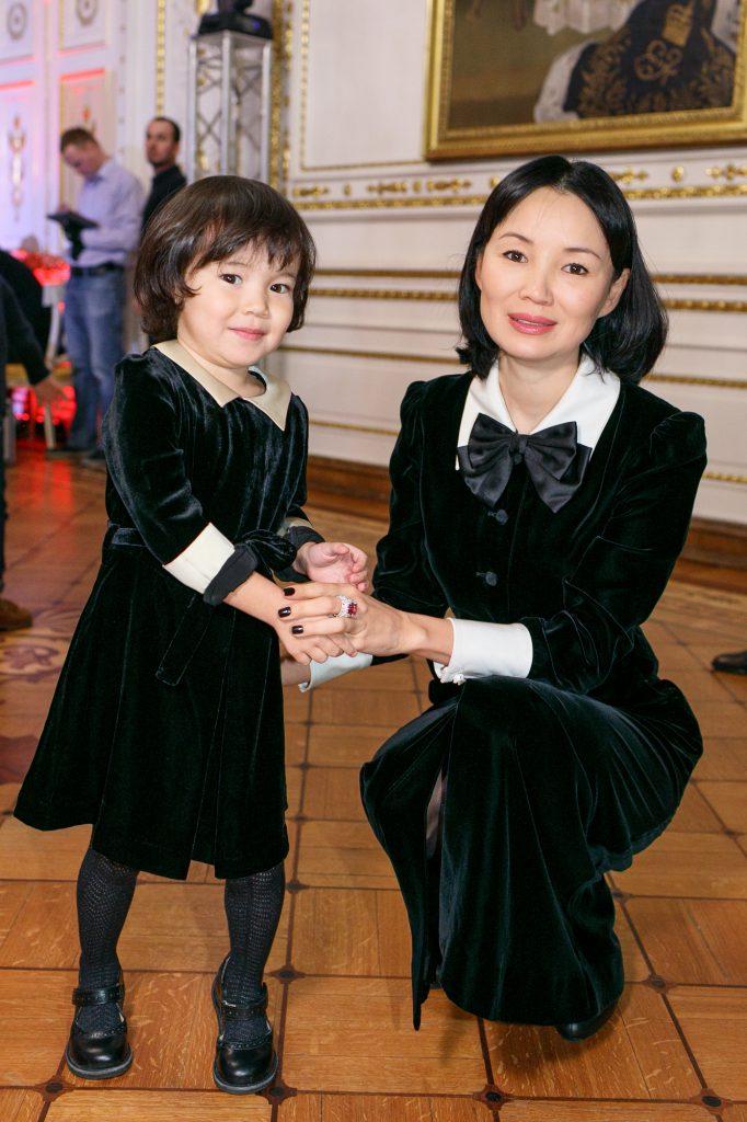 Нургуль Ертаева с дочерью