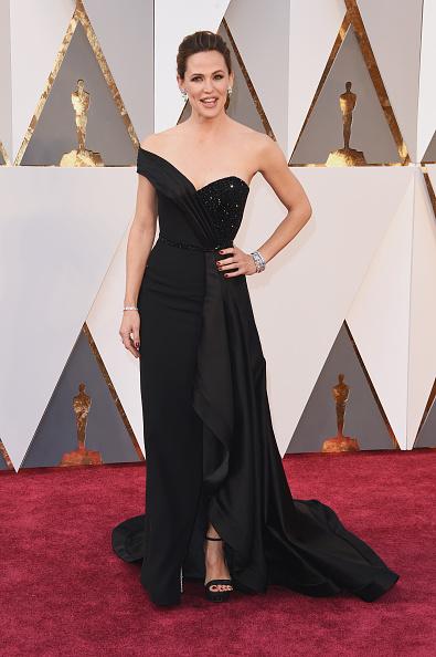 Дженнифер Гарнер (44)  в Versace