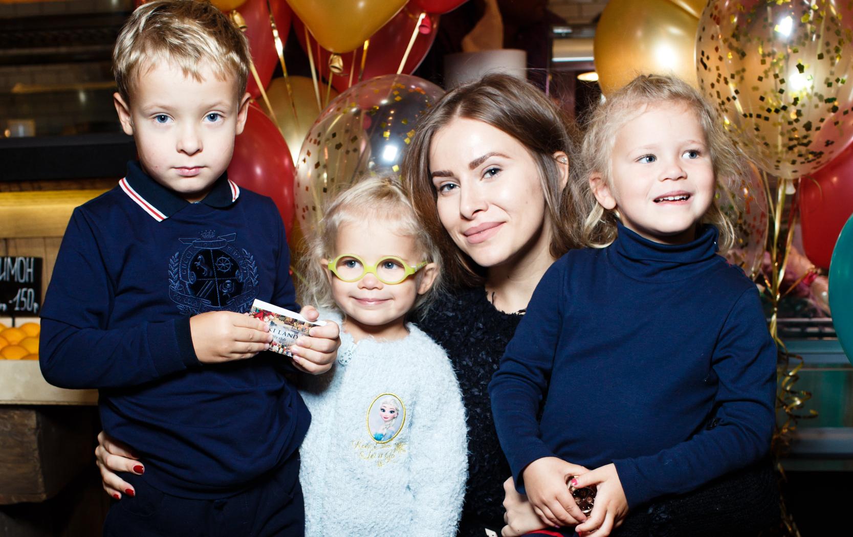 Владимир Мамиашвили, Тата Бондарчук-Мамиашвили с дочерьми Верой и Маргаритой