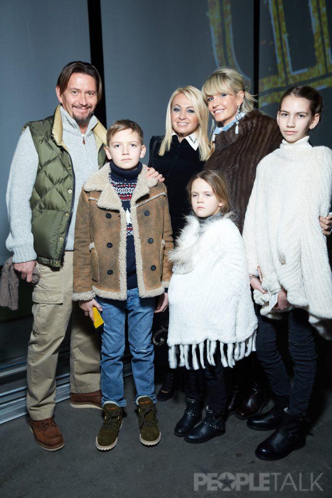 Варим и Яна Расковаловы с сыном Вадимом и дочерьми Василисой и Вероникой и Яна Рудковская