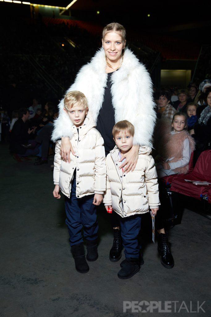 Елена Перминова с сыновьями Никитой и Егором