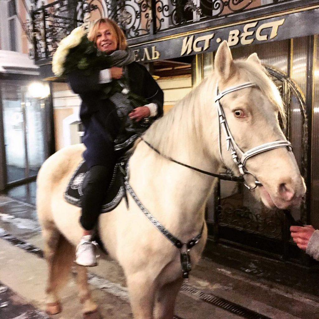 Алена Долецкая каталась на лошади