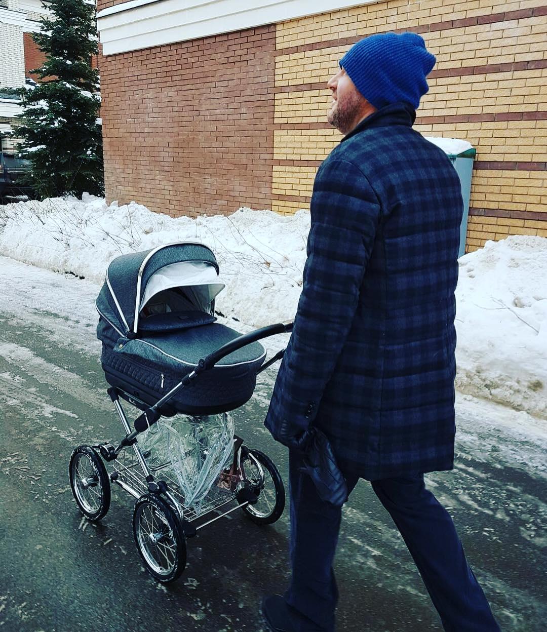 Виторган гуляет с сыном
