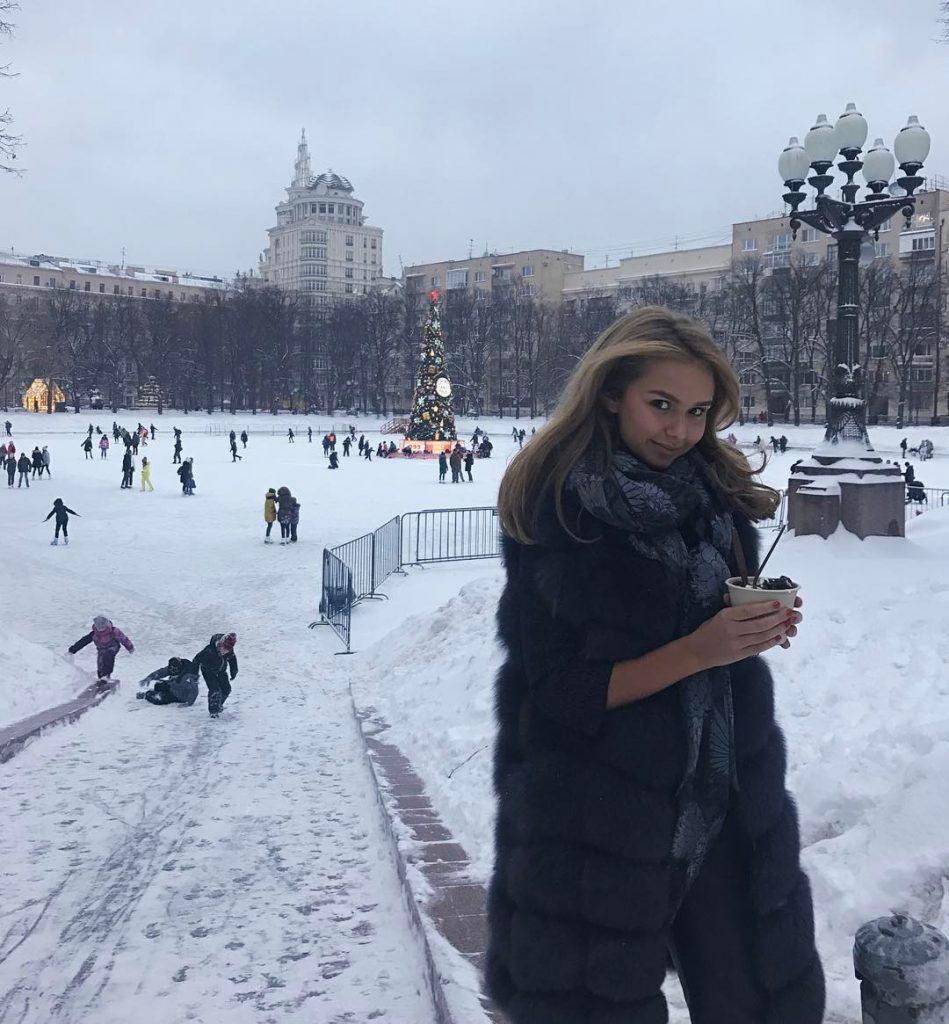 Стеша Маликова оценила романтику зимней Москвы