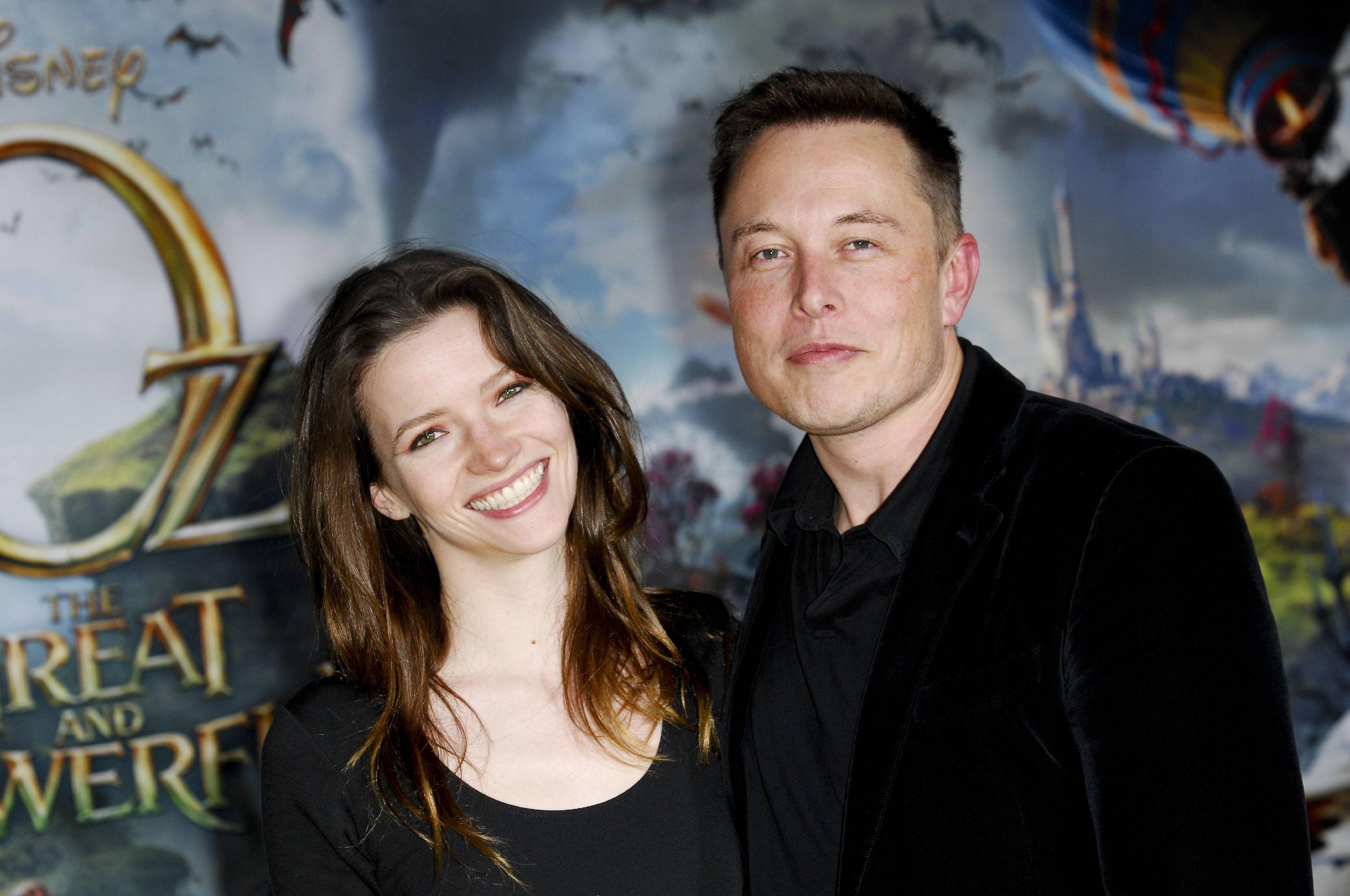 Илон Макс с женой