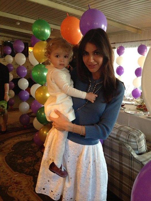 Алиса Казьмина с дочкой