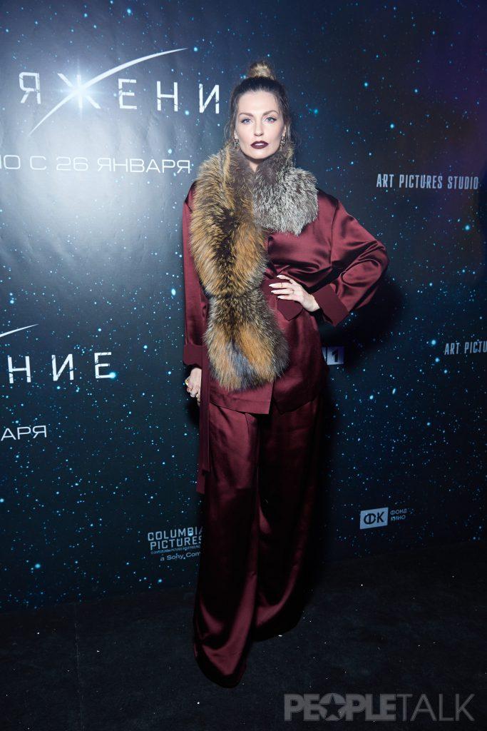 Саша Савельева в наряде от Valentin Yudashkin