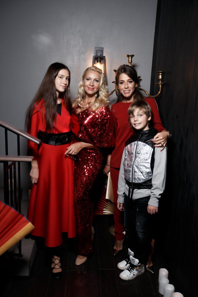 Дина Немцова, Екатерина Одинцова и Юлия Барановская с сыном Артемом