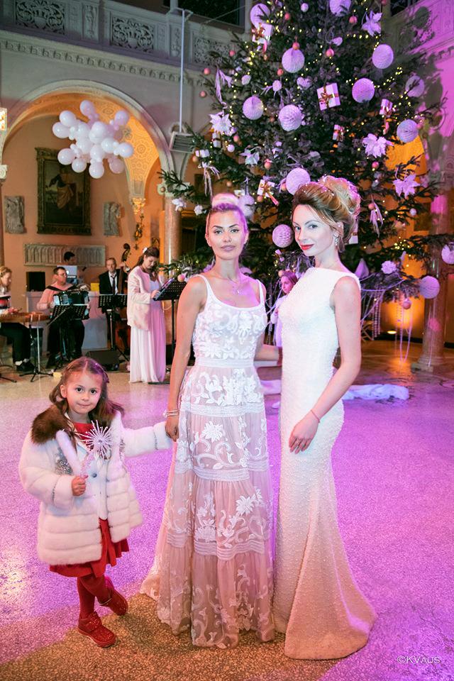 Виктория Боня с дочкой Анджелиной и Яна Юрченко