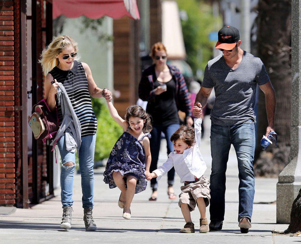 Сара Мишель и Фредди Принц-младший с детьми Шарлоттой и Рокки