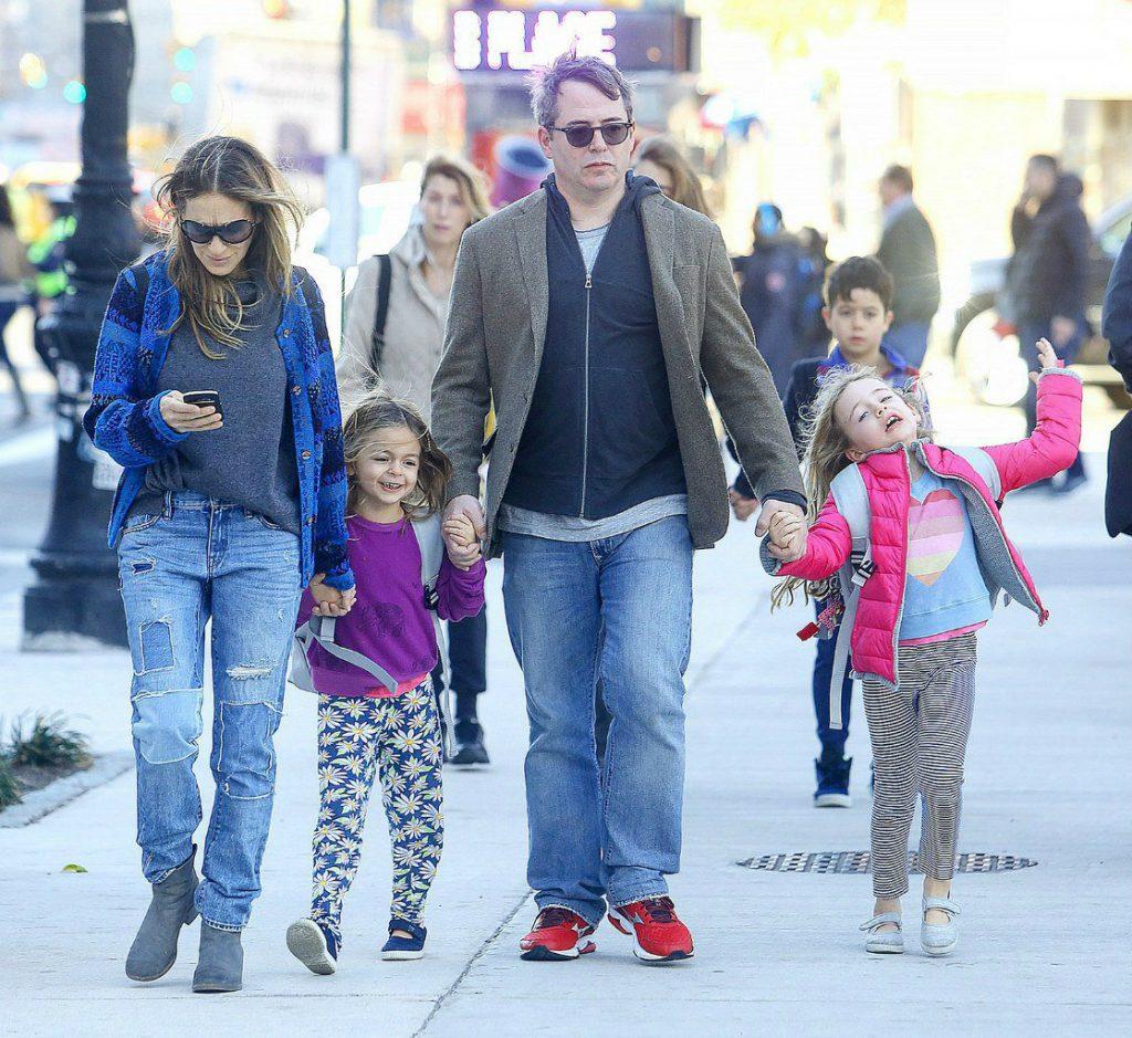 Сара Джессика Паркер и Мэттью Бродерик с дочками Мэрион и Табитой