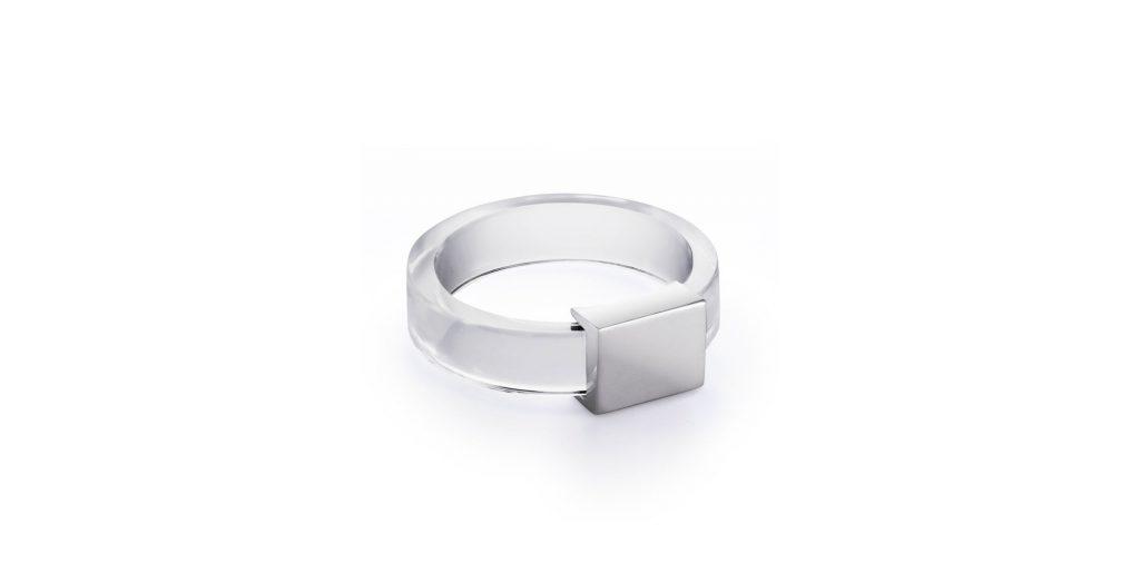 Кольцо из горного хрусталя с накладкой, 13 000 р. (jewelry-in-august.com)