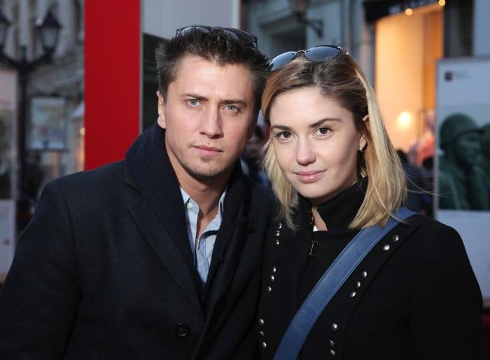 Официально: Павел Прилучный и Агата Муцениеце разводятся