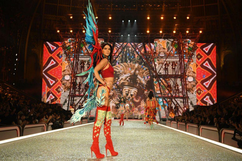 Кендалл Дженнер на показе Victoria's Secret