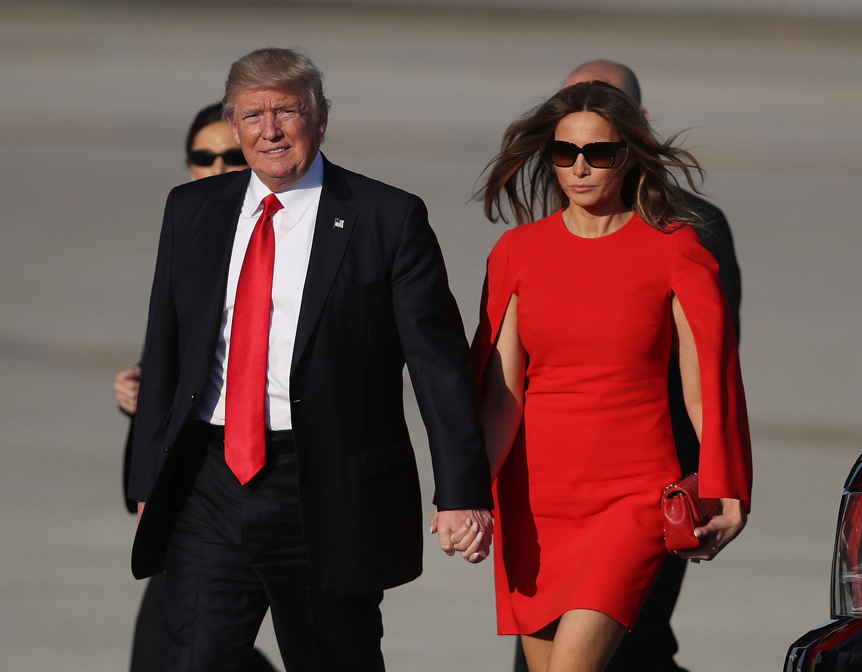 Мелания и Дональд Трамп во время официального визита во Флориду