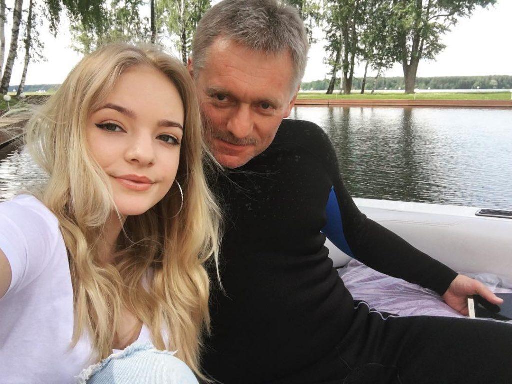 Лиза Пескова с отцом Дмитрием